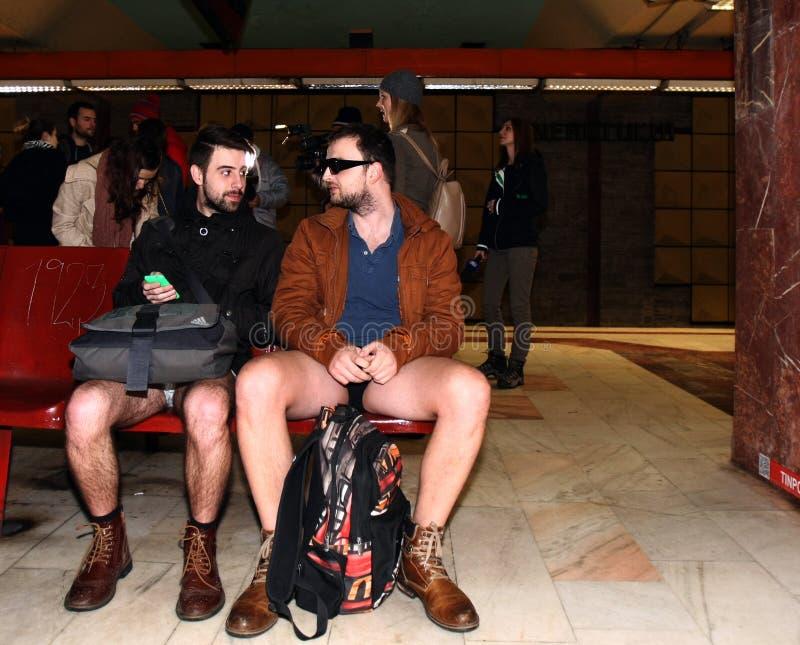 Nenhum passeio Bucareste 2015 do metro das calças imagem de stock royalty free