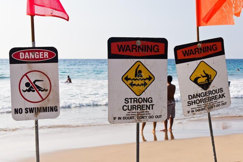 Nenhum shorebreak perigoso da corrente forte da natação fotografia de stock