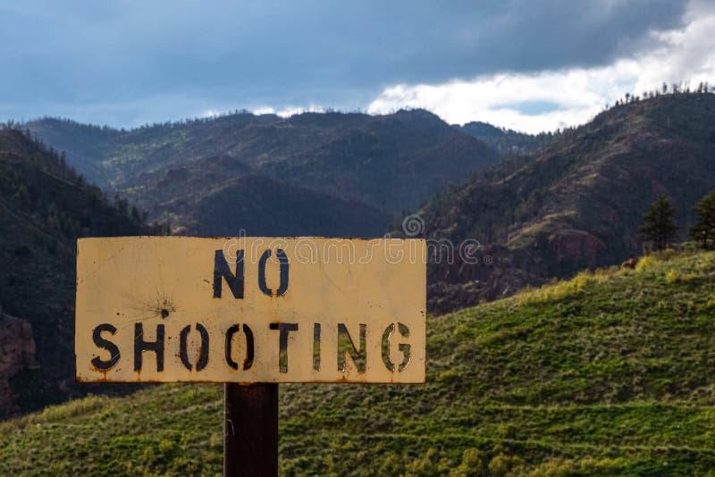 Nenhum sinal de tiro - proibição da arma imagens de stock royalty free