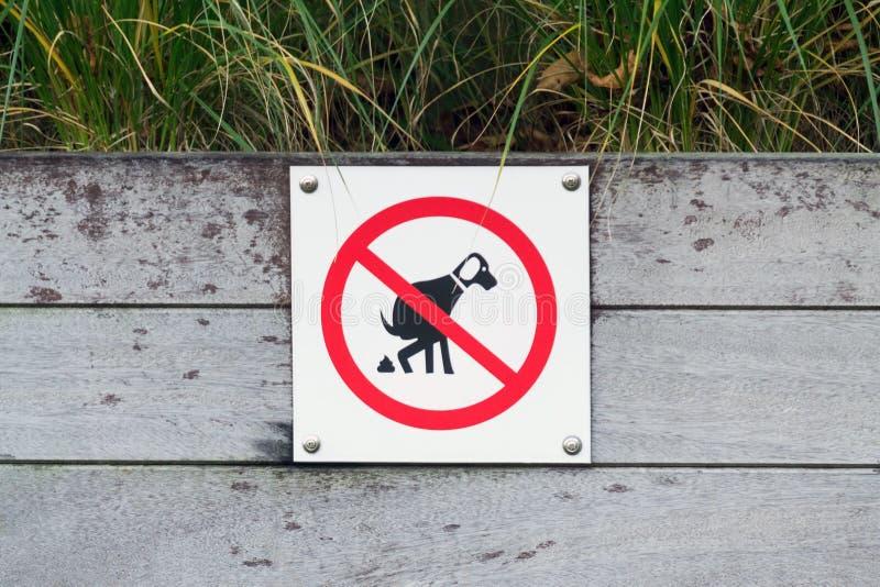 Nenhum sinal do tombadilho do cão imagens de stock royalty free
