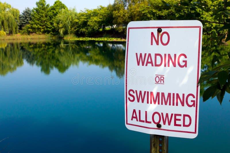 Nenhum vadear na lagoa imagens de stock royalty free