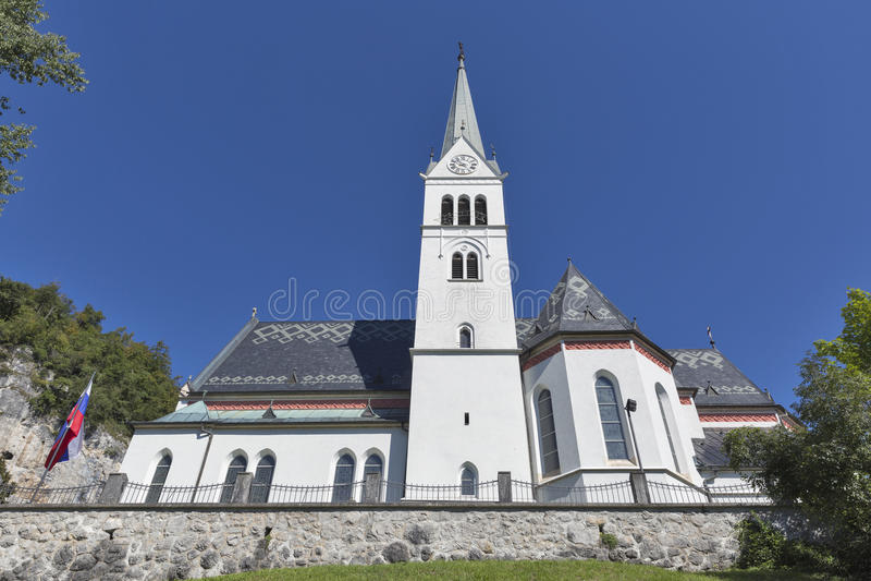 Neo Gotische Kerk van Heilige Martin bij Afgetapt meer, Slovenië royalty-vrije stock foto