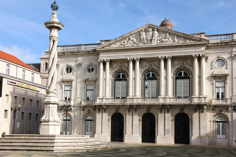 Neo klassieke voorgevel. Stadhuis. Lissabon. Portugal royalty-vrije stock fotografie