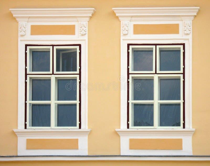 Neoclassic vensters royalty-vrije stock afbeelding