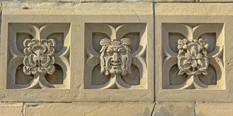 Neogothic украшение стороны и цветков человека найденных в здании правительства холма парламента в Оттаве стоковые изображения