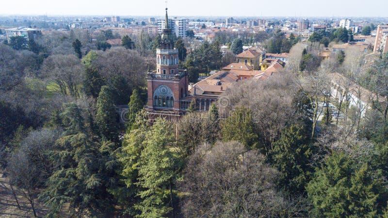Neogotische toren van Desio, panorama, luchtmening, Desio, Monza en Brianza, Milaan, Italië stock afbeeldingen