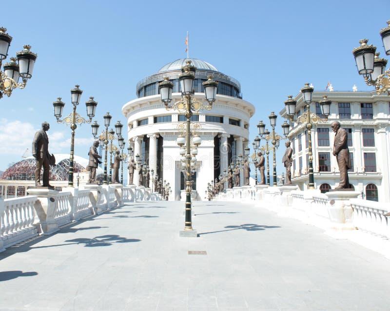 Neoklassieke architectuur in Scopje, Macedonië stock afbeelding