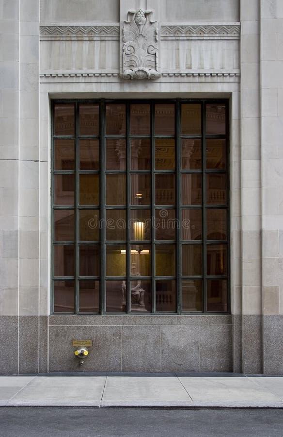 Neoklassisches Rasterfeld-Fenster lizenzfreie stockfotografie