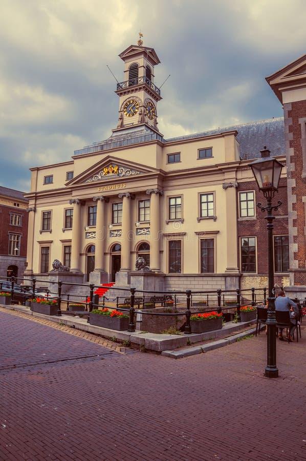 Download Neoklasyczna Fasada Urzędu Miasta ` S W Chmurnym Dniu Przy Dordrecht Zdjęcie Editorial - Obraz złożonej z ponuractwo, elegancja: 106920251