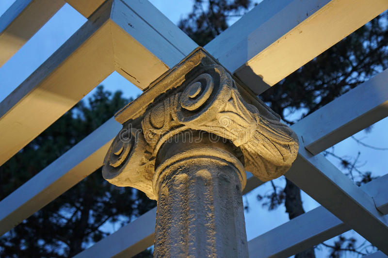 Neoklasyczny kamienny kapitał zdjęcie royalty free
