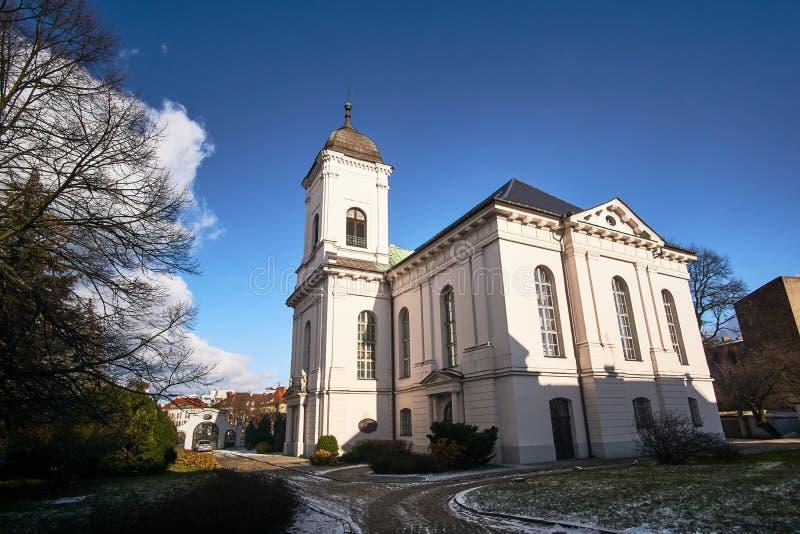 Neoklasyczny kościół z dzwonnicą obraz royalty free