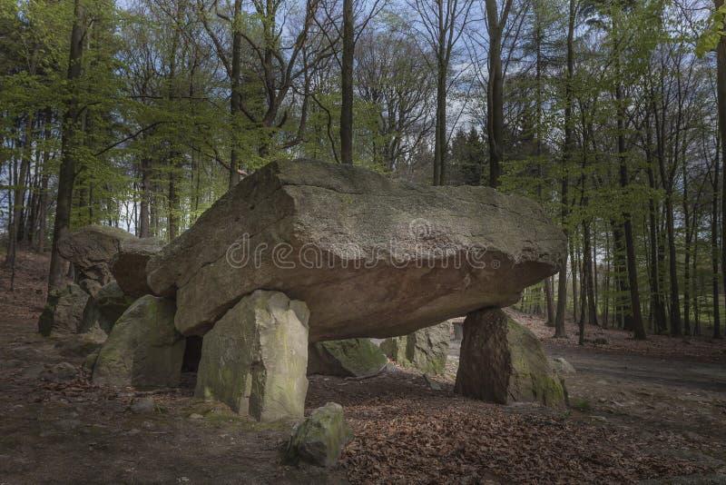 Neolityczny przejście grób, Megalityczni kamienie w Niskim Saxony, Niemcy fotografia royalty free
