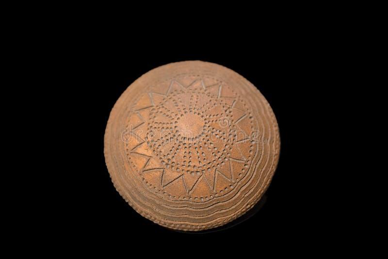 Neolityczny puchar robić z geometrical naciętą dekoracją zdjęcie royalty free