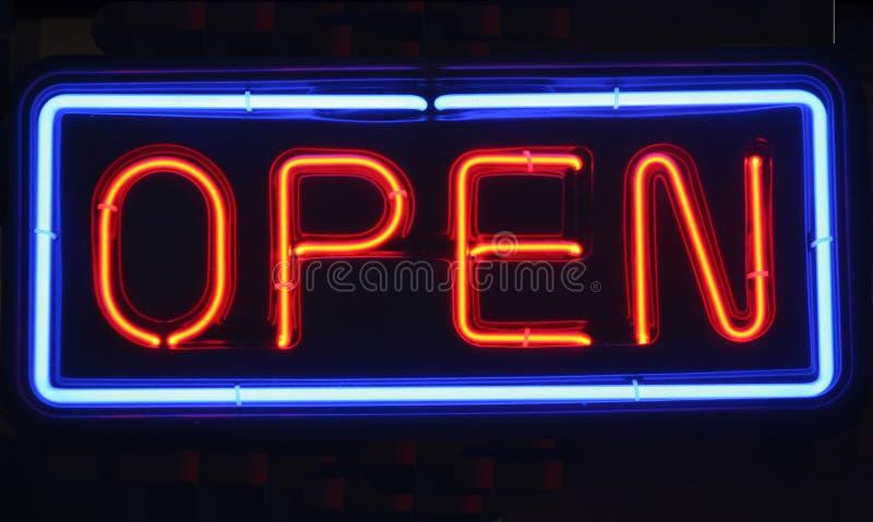Neon-geöffnetes Zeichen lizenzfreies stockfoto