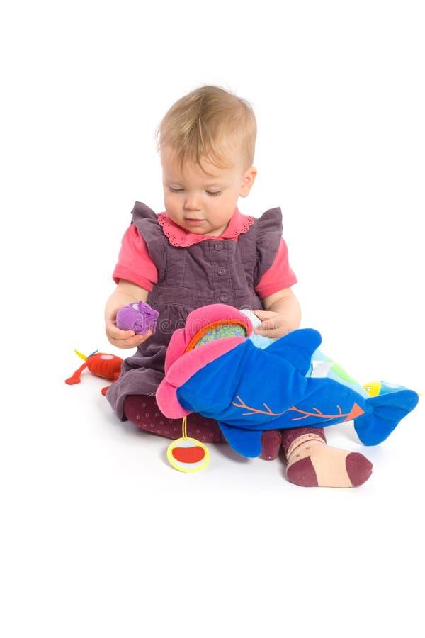 Neonata che gioca con il giocattolo - isolato fotografia stock libera da diritti