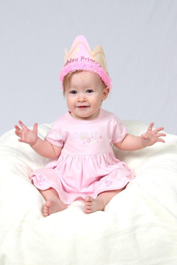 Neonata con il cappello di compleanno immagine stock libera da diritti