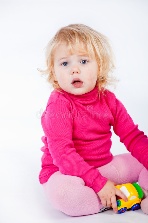 Neonata con il giocattolo fotografia stock