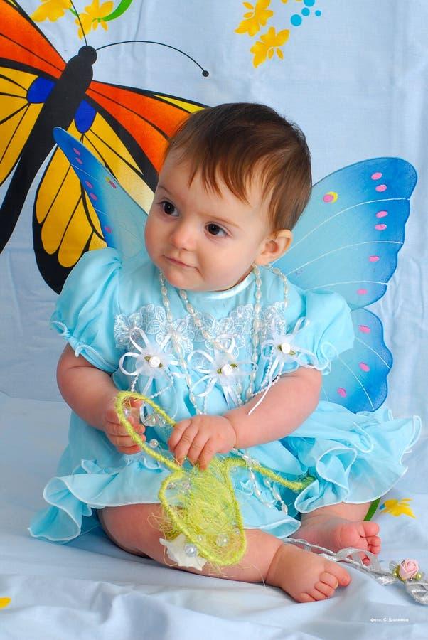 Neonata con le ali della farfalla fotografie stock libere da diritti