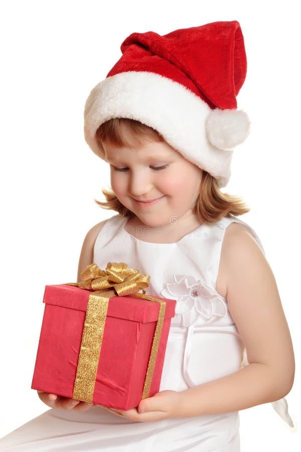 Neonata in contenitore di regalo della holding del cappello della Santa fotografia stock libera da diritti