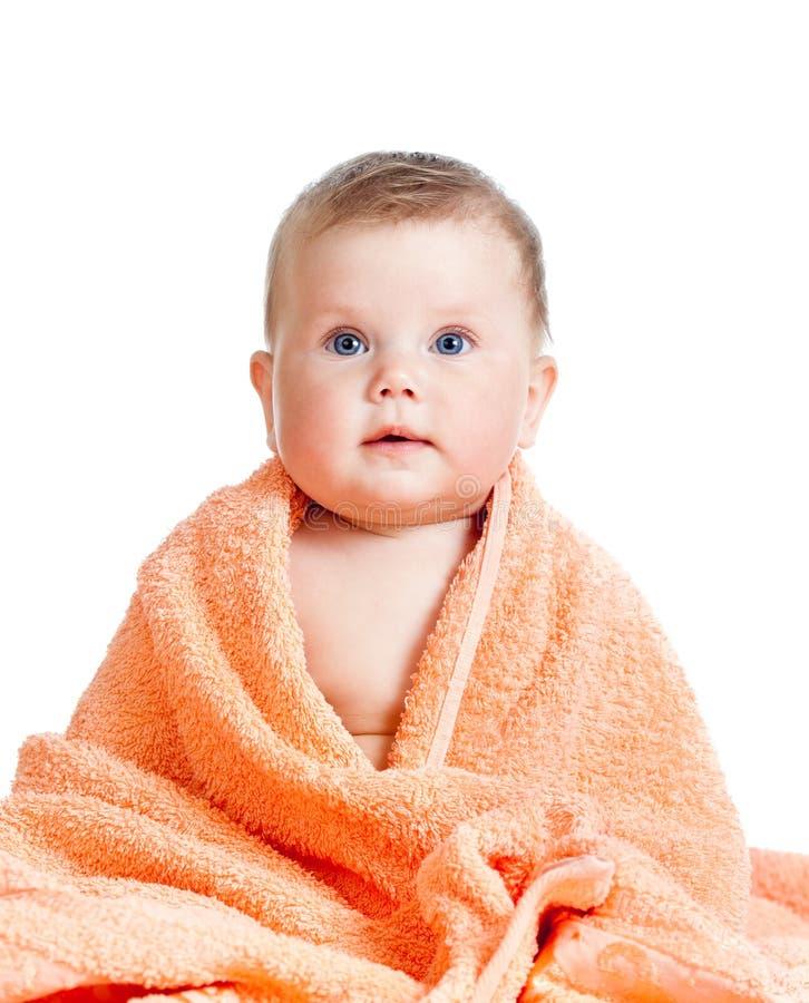Neonata felice adorabile in tovagliolo fotografia stock
