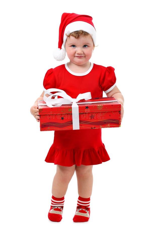 Neonata nel regalo di Natale della holding del cappello della Santa fotografia stock