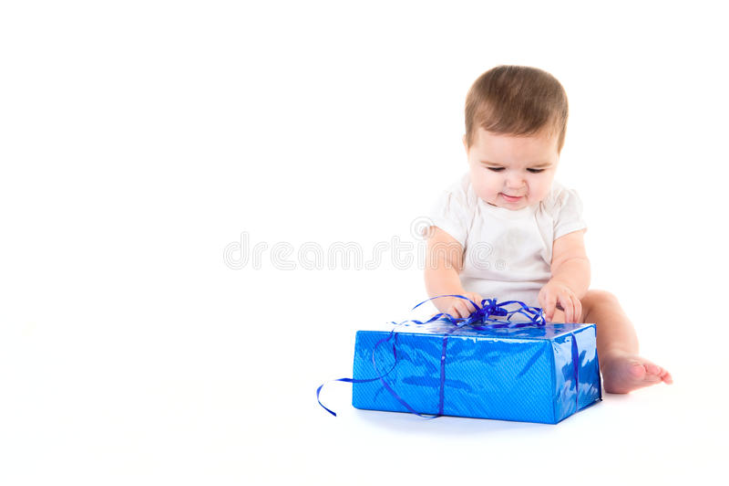 Neonata sorpresa con il regalo immagine stock