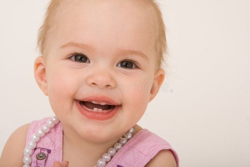 Neonata sorridente, bambino fotografie stock