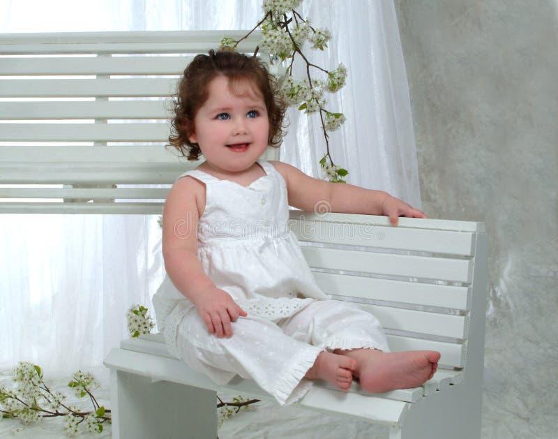 Neonata sul banco fotografia stock
