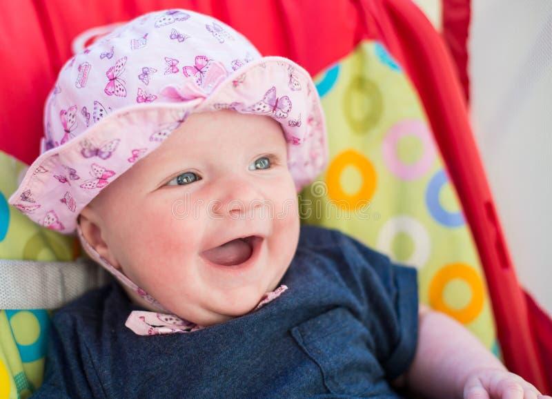 Neonata sveglia con il cappello rosa fotografia stock