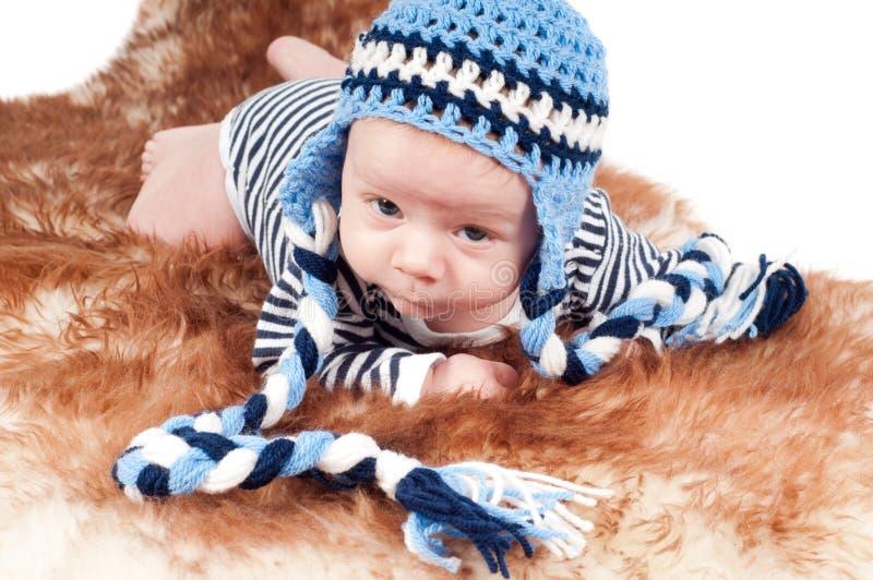 Neonato in cappello divertente fotografie stock