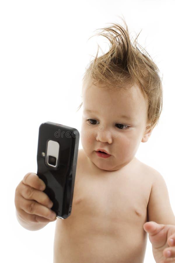 Neonato con il telefono delle cellule fotografie stock libere da diritti