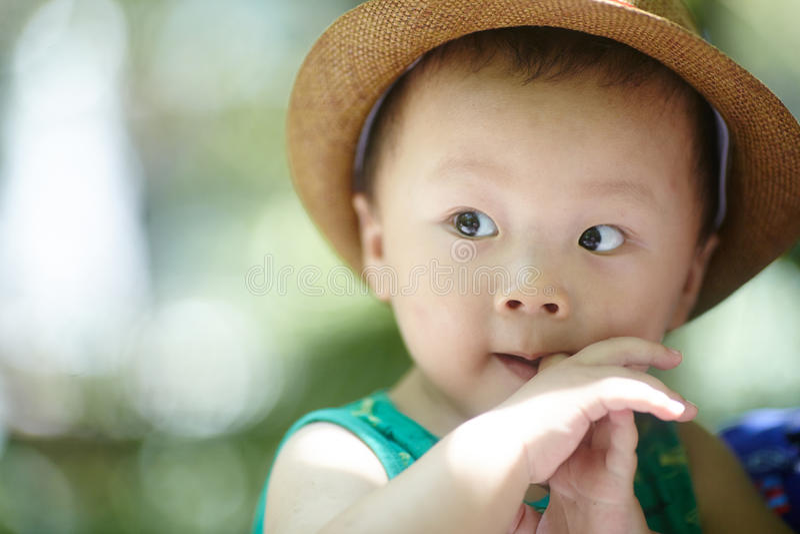 Download Neonato di estate fotografia stock. Immagine di cinese - 56879856