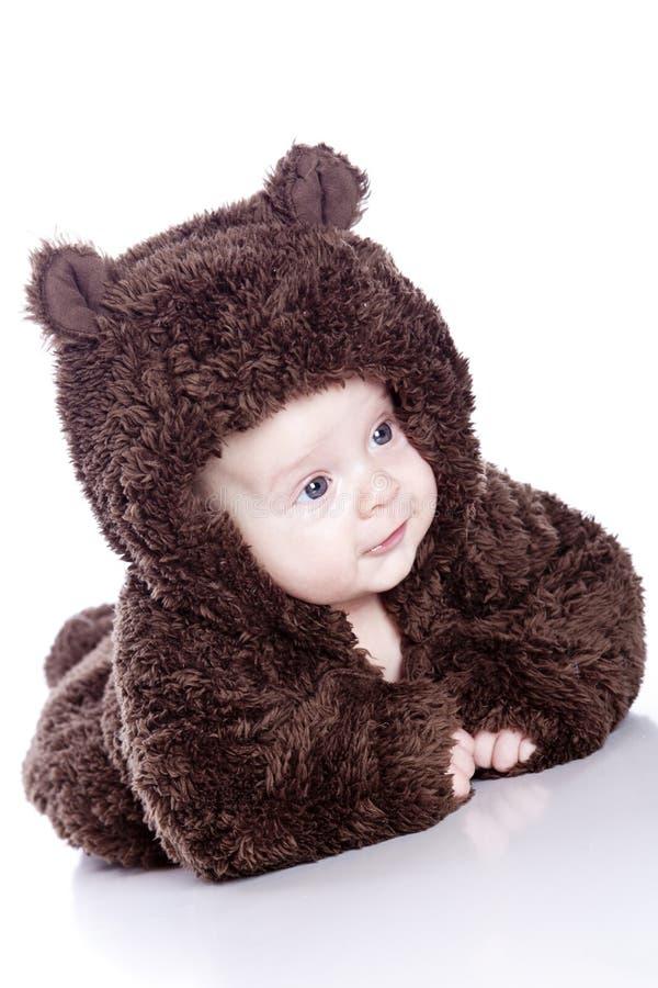 Neonato in un vestito dell'orso immagine stock libera da diritti