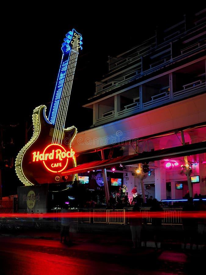 Neongitarre von Hard Rock Cafe lizenzfreies stockfoto