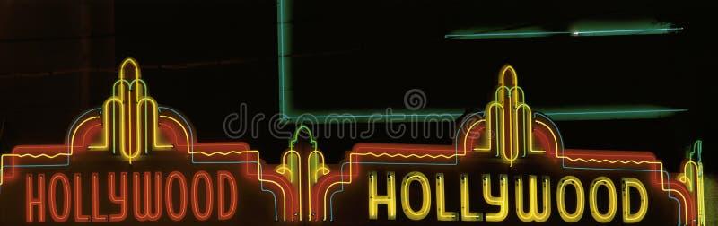 Neonowy znak który mówi Hollywood zdjęcia stock