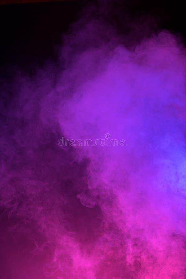 Neonrosa färg- och blåttdimma arkivbild