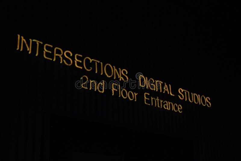 Neontecken: digitala studior för genomskärningar arkivbilder