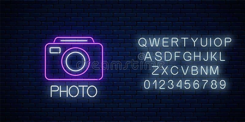 Neonteken van het symbool van de fotocamera met tekst en alfabet Fotografie-camera-teken Fotologo stock illustratie