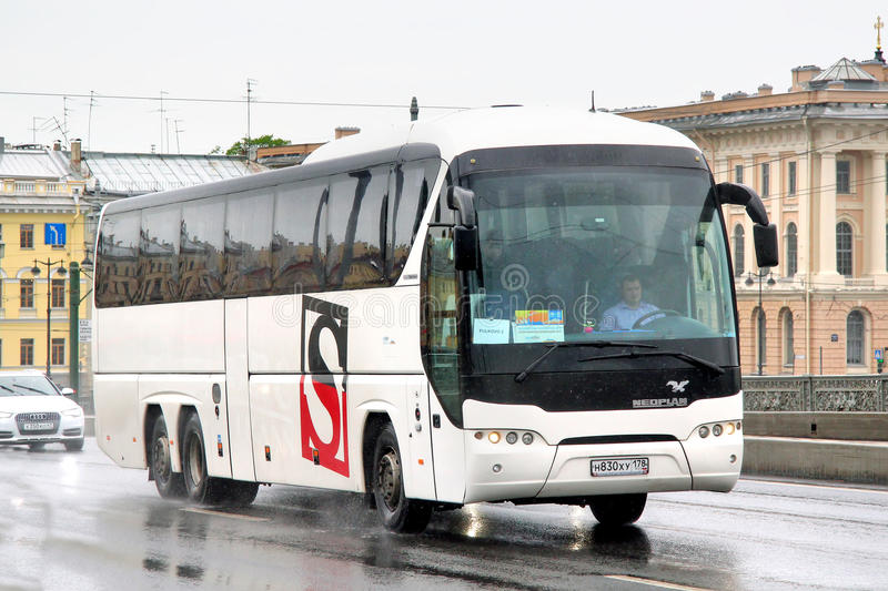 Download Neoplan N2216/3SHDL Tourliner Redactionele Fotografie - Afbeelding bestaande uit internationaal, plonsen: 39110402