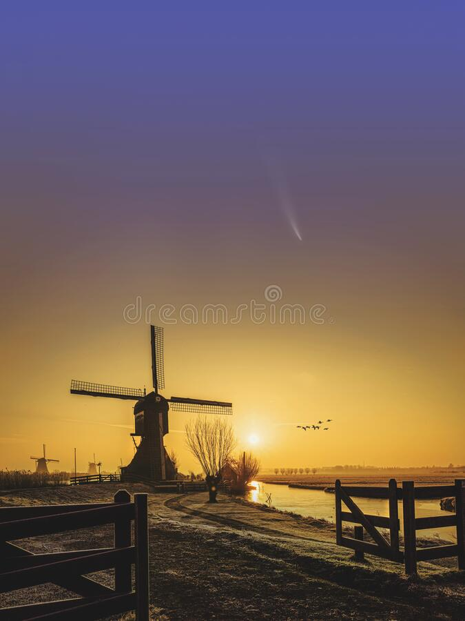 Free Neowise Comet And Kinderdijk Sunrise Stock Images - 192347074