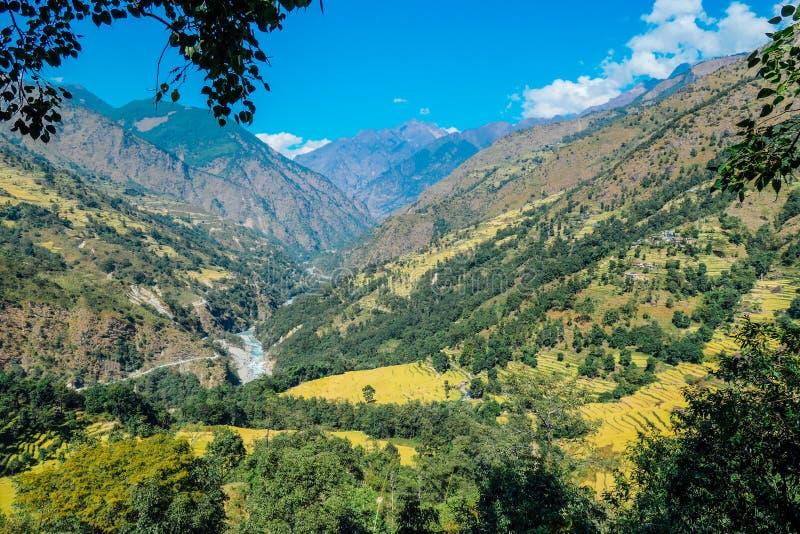 Nepal - Ansicht von Ghermu auf dem Vallley lizenzfreie stockfotografie