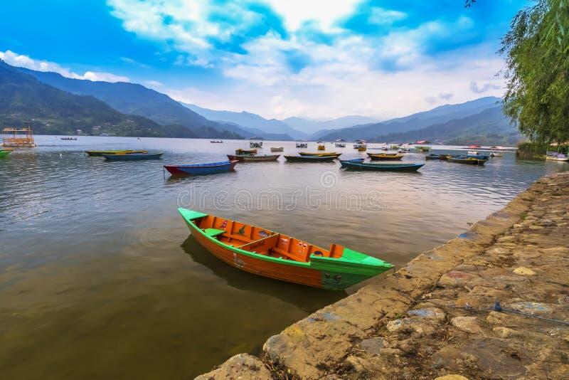Nepal-Boote, Hauptanziehungskraft von phewa See, Pokhara lizenzfreie stockfotos