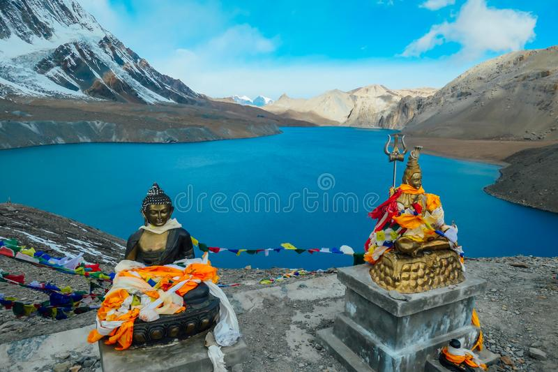 Nepal- - Buddha-Statuen am Tilicho See lizenzfreies stockbild