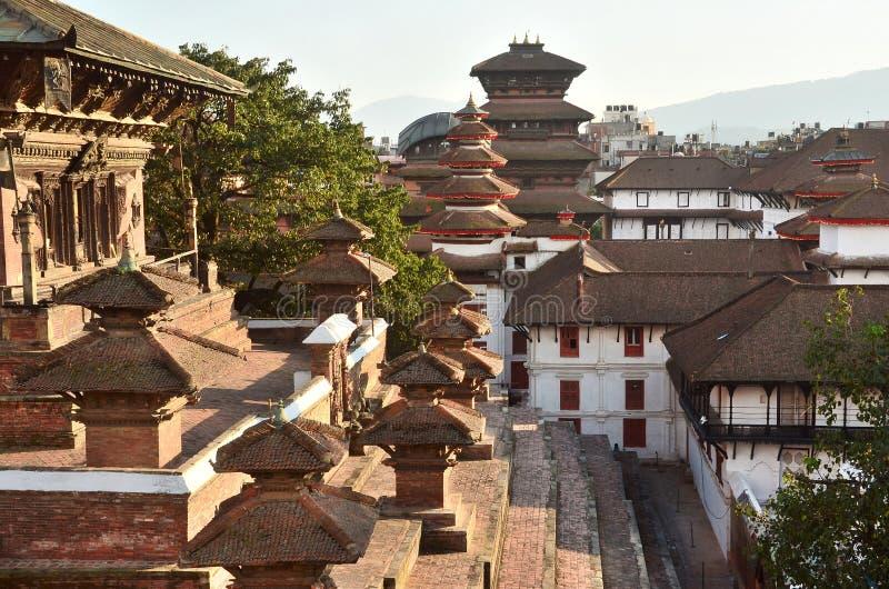Nepal, Katmandu, Darbar-vierkant, oud Royal Palace van de kant van tempel Taleju In kan 2015 gedeeltelijk vernietigde durin regel stock afbeeldingen
