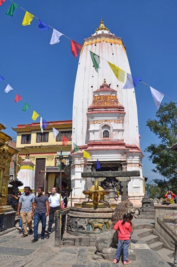 Download Nepal, Katmandu, Octubre, 12, 2013 Gente Que Camina Cerca Del Templo Antiguo En El Complejo Budista De Swayambhunath Imagen editorial - Imagen de antiguo, ritual: 64205410