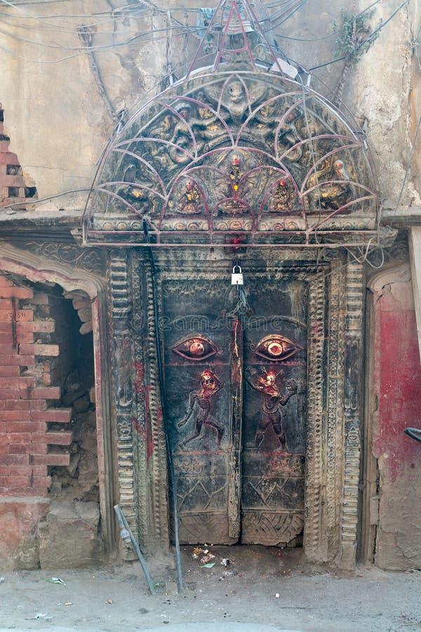 Nepal, Katmandu, puerta imagenes de archivo