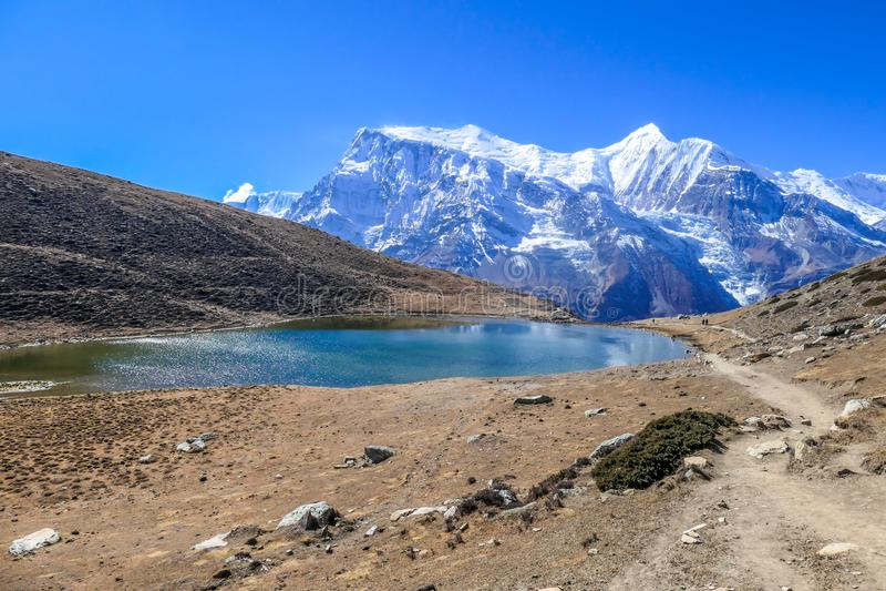 Nepal - Lodowy jezioro z widokiem na Annapurna ?a?cuchu zdjęcie royalty free