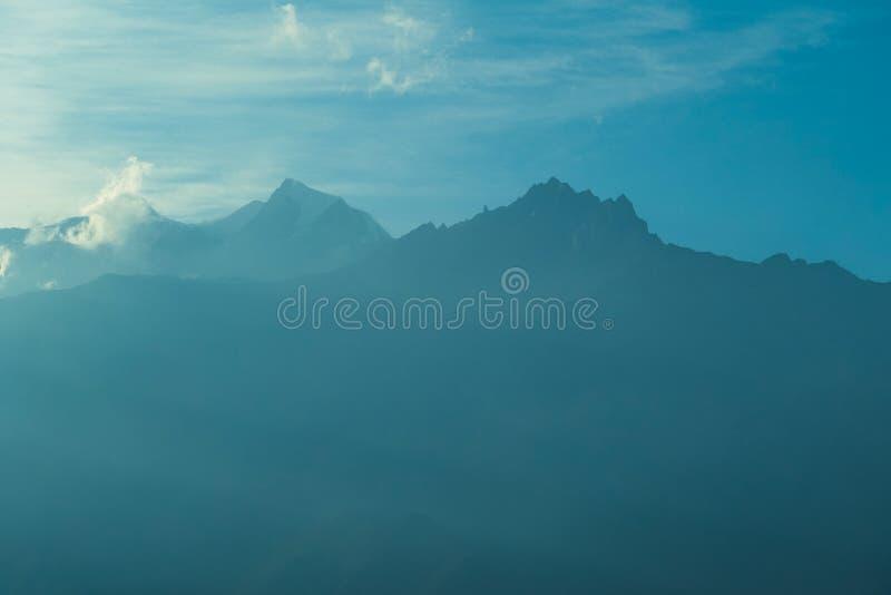 Nepal - Misty Himalayan Mountains fotografia de stock royalty free