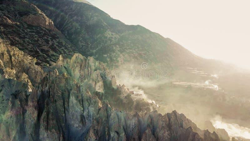 Nepal - Morgen-Nebel im Himalaja lizenzfreies stockfoto