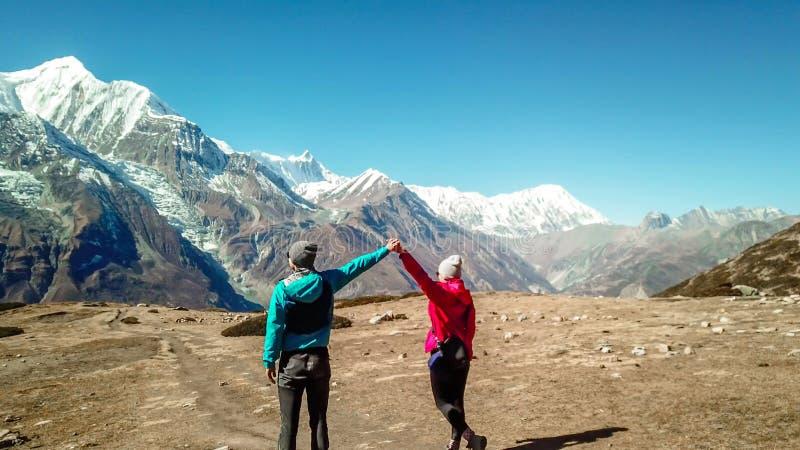 Nepal para i widok na Annapurna ChainNepal - obrazy stock